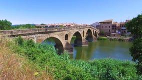 Римский мост через реку Arga в Reina Ла Puente акции видеоматериалы