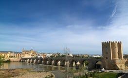 Римский мост Cordoba, Андалусии, Испании 3-ье апреля 2015 Стоковые Изображения