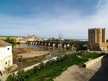Римский мост Cordoba, Андалусии, Испании 3-ье апреля 2015 Стоковая Фотография RF
