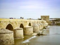 Римский мост Cordoba, Андалусии, Испании 3-ье апреля 2015 Стоковая Фотография