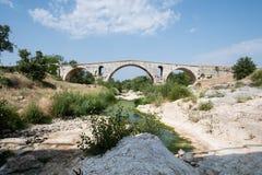 Римский мост Pont Julien в Любероне в Провансали, Франции стоковые фото