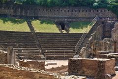 Римский театр в городе Триеста стоковые изображения