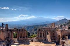 Римский театр, vulcaono etna, Сиракуз, Сицилия, Италия Стоковая Фотография