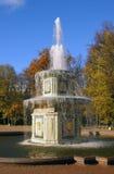 Римский фонтан в Peterhof, Санкт-Петербурге России Стоковое Изображение RF