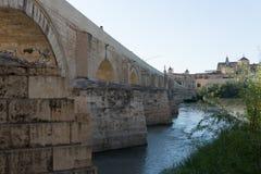 Римское река моста и Гвадалквивира, большая мечеть, Cordoba, Spai Стоковые Изображения