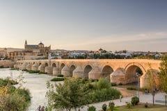 Римское река моста и Гвадалквивира, большая мечеть, Cordoba, Spai Стоковая Фотография RF