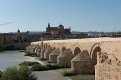 Римское река моста и Гвадалквивира, большая мечеть, Cordoba, Spai Стоковые Изображения RF