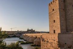 Римское река моста и Гвадалквивира, большая мечеть, Cordoba, Spai Стоковое Фото