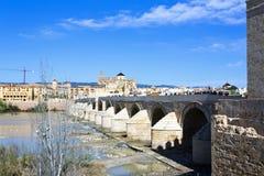 Римское река моста и Гвадалквивира, большая мечеть, Cordoba, Anda Стоковое Изображение