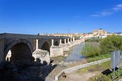 Римское река моста и Гвадалквивира, большая мечеть, Cordoba, Anda Стоковое фото RF