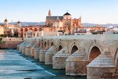 Римское река моста и Гвадалквивира, большая мечеть, Cordoba, Spai Стоковое Изображение RF