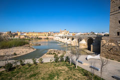 Римское река моста и Гвадалквивира, большая мечеть, Cordoba, Spai Стоковое фото RF