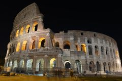 Римское Colosseum, место где воевать гладиаторы так же, как был местом для общественных развлечений, Римом стоковая фотография rf