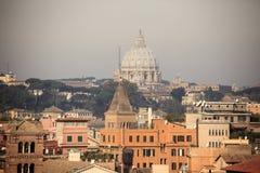 Рим: Базилика ` s St Peter nigt Стоковые Изображения RF