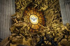 Рим, государство Ватикан, базилика St Peter, внутри алтара th Стоковые Изображения RF