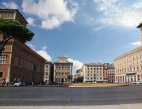 Рим, Италия - 1,2017 -го сентябрь: Аркада Venezia в летнем дне со зданием и голубым небом стоковые фотографии rf