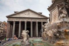Рим/Италия - 08/06/2018: Известный квадрат пантеона стоковые фотографии rf