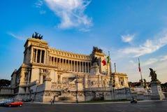 РИМ, ИТАЛИЯ, июнь 2008, турист на памятнике Vittorio Emanuele II стоковое фото rf