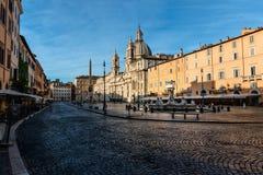 Рим, Италия - 16-ое июля 2017: рано утром в Риме - почти никто на аркаде Navona Стоковая Фотография RF