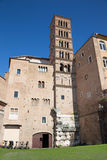 РИМ, ИТАЛИЯ - 11-ОЕ МАРТА 2016: Башня церков Базилики di Santi Giovanni e Paolo Стоковое Изображение RF