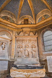 РИМ, ИТАЛИЯ - 9-ОЕ МАРТА 2016: Мраморный алтар часовни Косты в di Santa Maria del Popolo базилики церков Стоковые Изображения RF