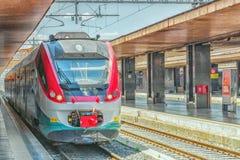РИМ, ИТАЛИЯ - 15-ОЕ МАЯ 2017: Современный высокоскоростной пассажирский поезд s Стоковые Фотографии RF