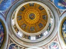 РИМ, ИТАЛИЯ 12-ОЕ ОКТЯБРЯ 2017: Купол в di Santa Maria Chiesa Стоковые Изображения RF