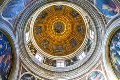 РИМ, ИТАЛИЯ 12-ОЕ ОКТЯБРЯ 2017: Купол в di Santa Maria Chiesa Стоковое Изображение