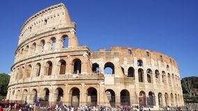 РИМ, ИТАЛИЯ - ОКОЛО май 2018: Известная привлекательность Colosseum в Риме Колизей в столице Италии видеоматериал