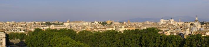 Рим, Италия - панорамный взгляд центра города Рима вдоль Тибра Стоковые Изображения RF