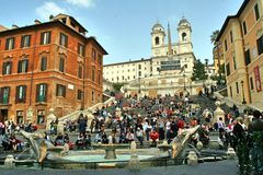 Рим, Италия, испанские лестницы, barcaccia della Фонтаны, monti dei trinita стоковое изображение rf
