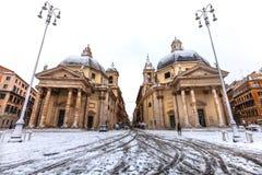 Рим с снегом, аркадой квадратным del Popolo Италия стоковые изображения