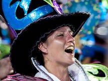 РИО-ДЕ-ЖАНЕЙРО - 11-ОЕ ФЕВРАЛЯ: Женщина в петь костюма и da Стоковая Фотография RF