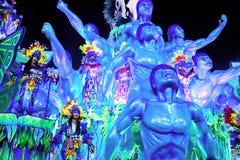 РИО-ДЕ-ЖАНЕЙРО - 11-ОЕ ФЕВРАЛЯ: Покажите с украшениями на масленице Стоковое Изображение