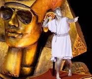 РИО-ДЕ-ЖАНЕЙРО - 11-ОЕ ФЕВРАЛЯ: Человек в костюме на dancin пейзажа Стоковые Фото
