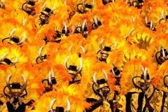 РИО-ДЕ-ЖАНЕЙРО - 11-ОЕ ФЕВРАЛЯ: Человек в танцах костюма на carniv Стоковые Изображения RF