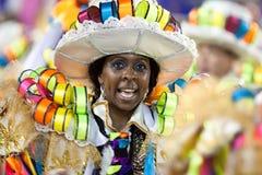 РИО-ДЕ-ЖАНЕЙРО - 11-ОЕ ФЕВРАЛЯ: Женщина в танцах костюма на carn Стоковое Изображение RF