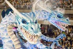РИО-ДЕ-ЖАНЕЙРО - 11-ОЕ ФЕВРАЛЯ: Покажите с украшениями драконов o Стоковая Фотография