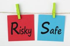 Рискованая или безопасная концепция стоковые изображения