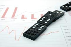 рискованое домино диаграммы дела финансовохозяйственное излишек Стоковые Фотографии RF