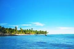 Рискуйте быстроходный катер в голубом carribean море около острова Saona Стоковое Изображение