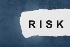 Риск с разрывами белой бумаги стоковая фотография rf