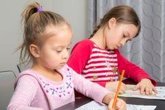 Рисовать девушек стоковое изображение rf