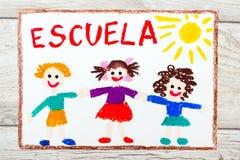 рисовать: Испанское слово ШКОЛА и счастливые дети школа дня первая Стоковые Фотографии RF