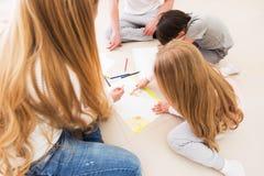 Рисовать родителей и детей Стоковое Фото