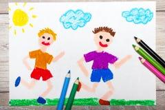 Рисовать: 2 усмехаясь идущих мальчика Стоковое Фото