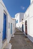 Рисуночный переулок в селе Plaka, Milos острове, Греции Стоковое Изображение RF