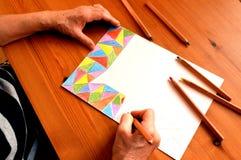 Рисуя другие цвета карандашей изображения стоковое изображение rf