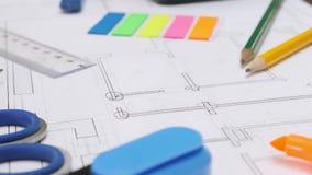 Рисуя проект дома или квартиры сток-видео