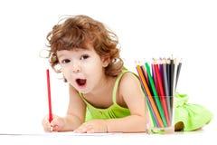 рисуя эмоциональный красный цвет карандаша девушки Стоковые Фотографии RF